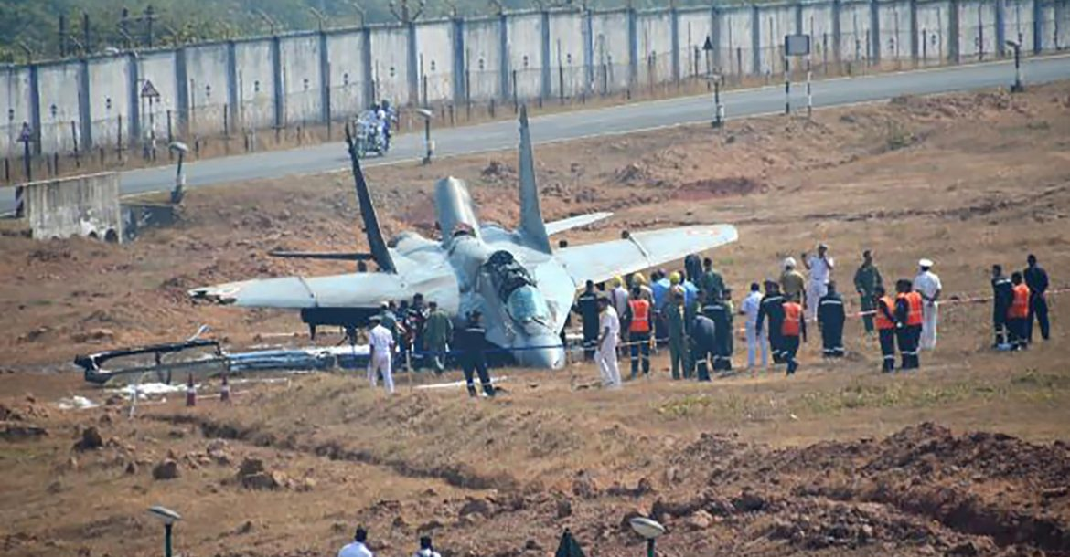 Indian Navy MiG-29K crashes at Goa airport