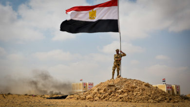 Egyptian soldier with the national flag
