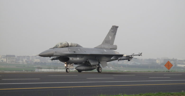 Taiwan air force F-16 fighter jet during Exercise Han Kuang in 2013
