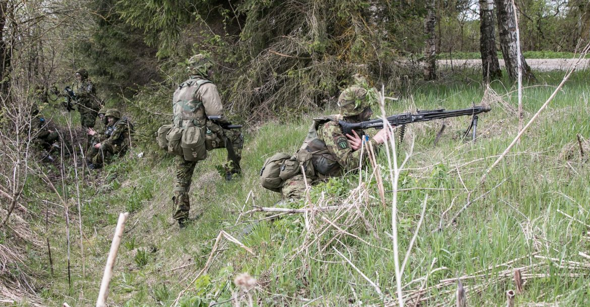 American and Estonian Soldiers train together during Operation Siil