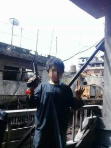 Child in Marawi holding a gun