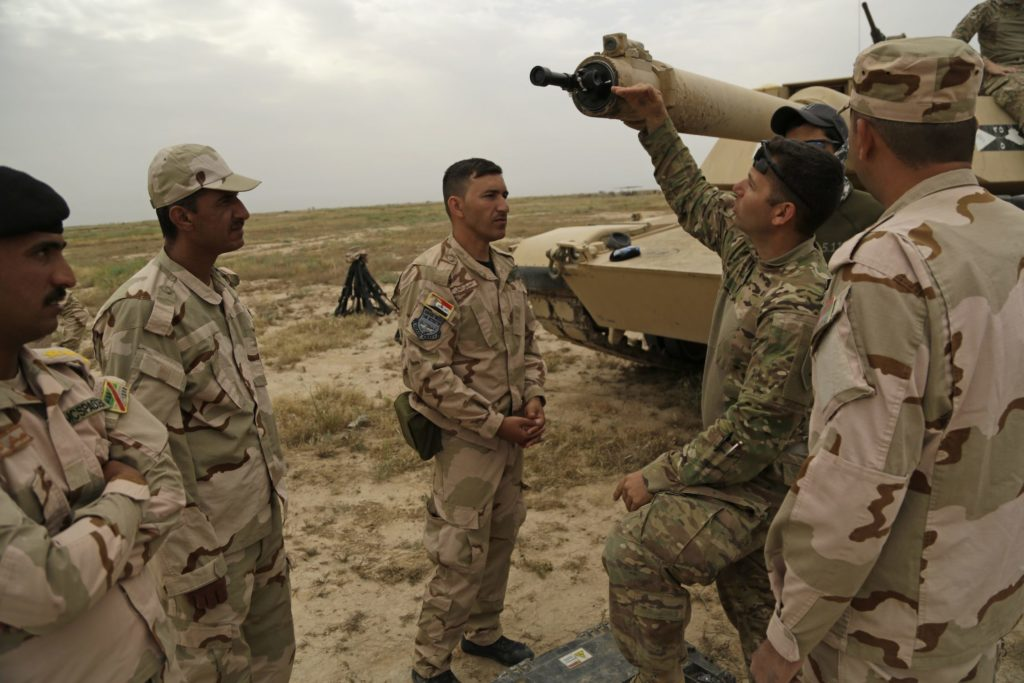 Iraqi soldiers train on M1 Abrams tanks