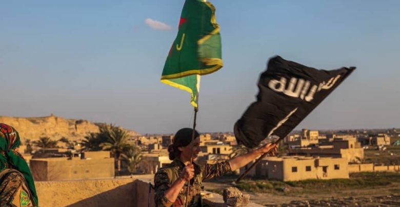 YPJ fighter replaces the ISIS flag