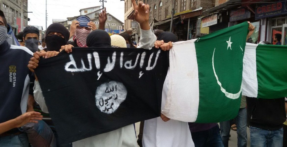 ISIS and Pakistani flags