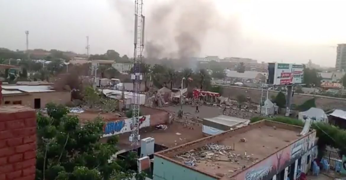 Sudanese security forces moving in to break up a sit-in outside army headquarters