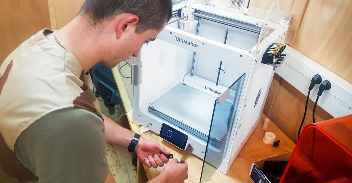French soldier 3D prints parts in Gao, Mali