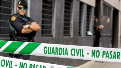 Guardia Civil arrest pro-Catalan independence activists in Spain