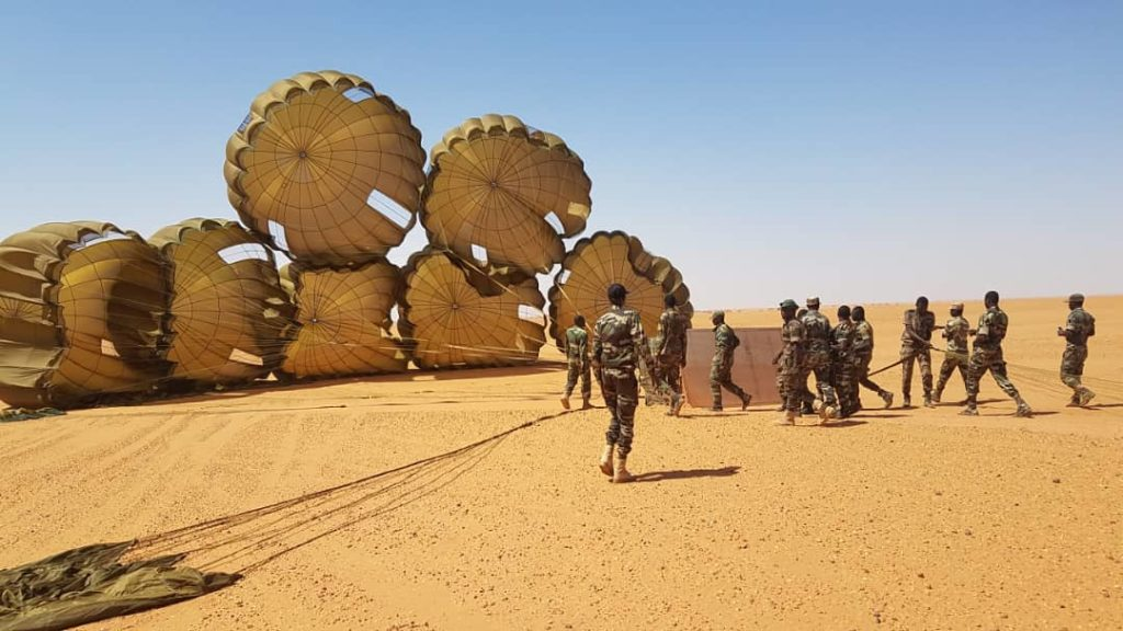 Niger troops receive airdropped supplies