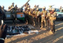 Niger troops display seized weapons