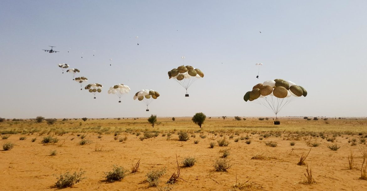 French A400M drops supplies in Niger