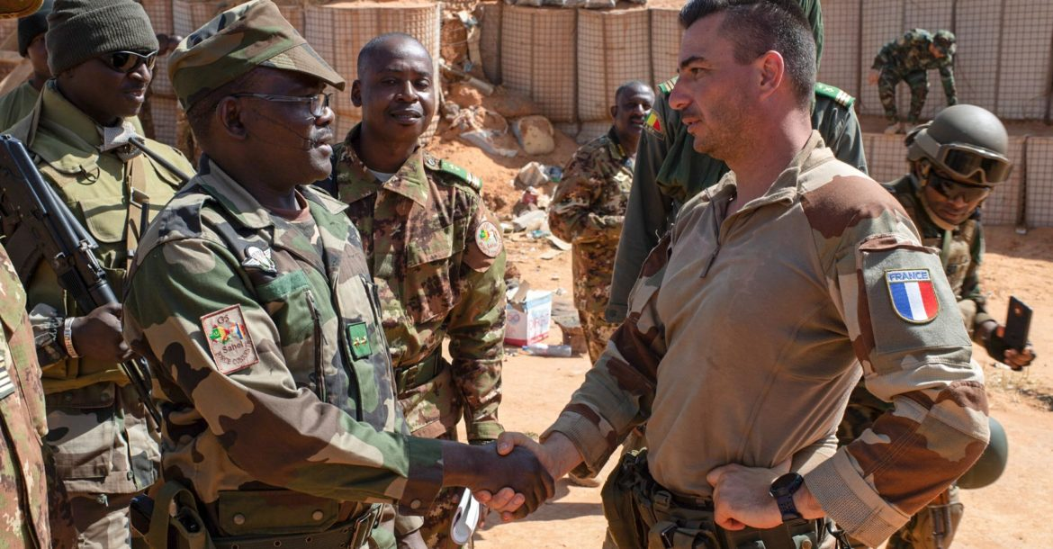 FCG5S Commander meets Barkhane troops
