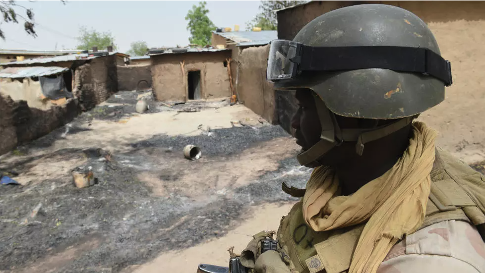 A Niger soldier on patrol on April 3, 2015 in Malam Fatori, in northeastern Niger