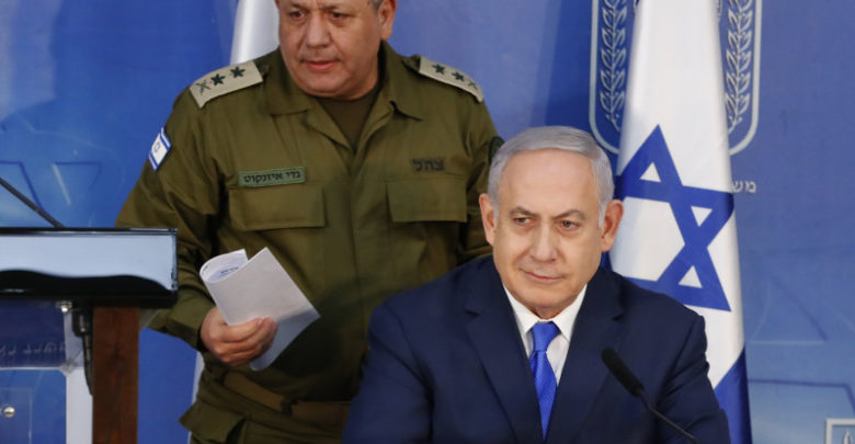 Israeli Prime Minister Benjamin Netanyahu and Israeli Chief of Staff Gadi Eizenkot (L) give a press conference in Tel Aviv, on December 4, 2018.