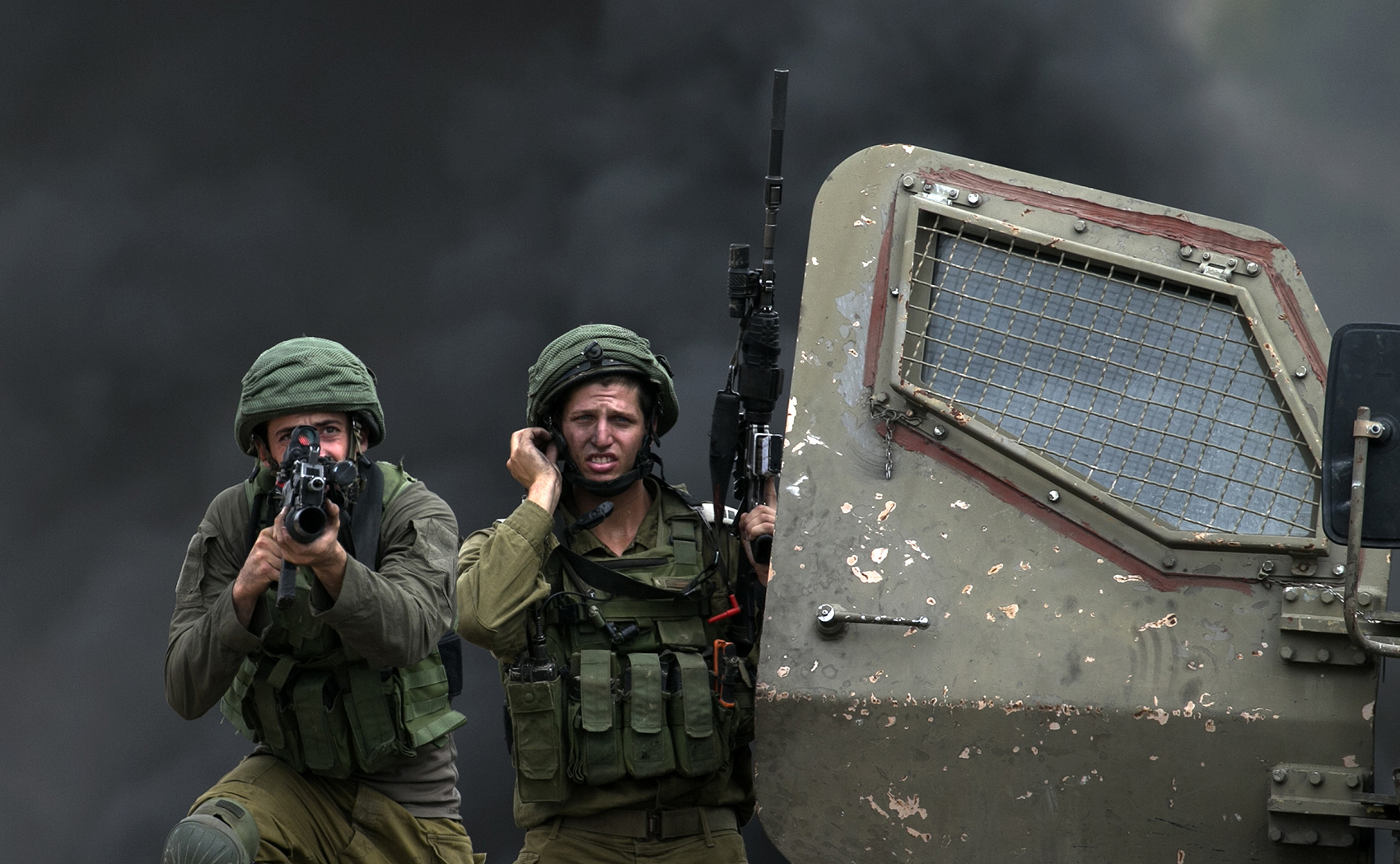 Two Israeli soldiers with armed weapons.