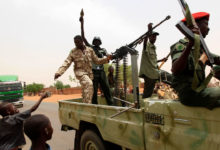 Sudanese rebels with arms and ammunition joined by children