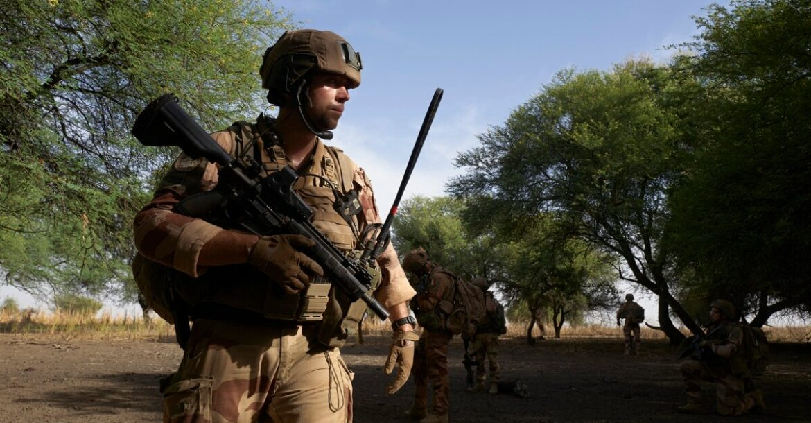 A group of soldiers of the French Army patrols the forest of Tofa Gala during the Bourgou IV operation in the Sahel region in northern Burkina Faso on November 9, 2019