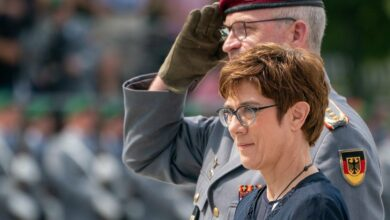 German Defence Minister Annegret Kramp-Karrenbauer and the Inspector General of the German Armed Forces Bundeswehr Eberhard Zorn (left) inspect the guard of honour during a swearing-in ceremony of German Bundeswehr soldiers at the Bendlerblock in Berlin, July 2019.