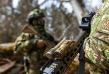 The device can be mounted on all the Bundeswehr assault rifles, submachine guns, machine guns and sniper rifles through a standard interface.